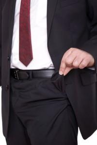 Geschäftsmann mit leerer Hosentasche